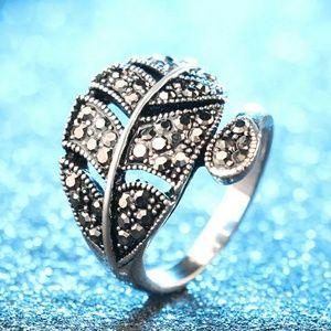 Simple Leaf women Ring